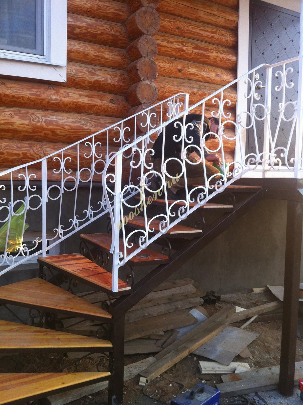 лестницы с художественной ковкой.