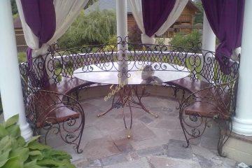 Кованый круглый стол с лавочкой в беседку