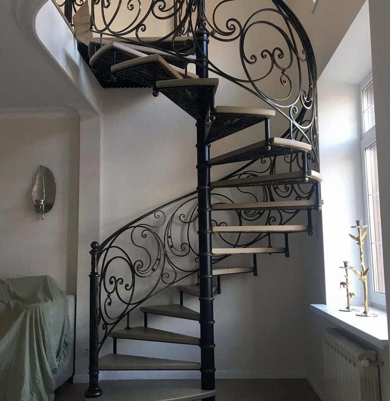 кованая винтовая лестница-004